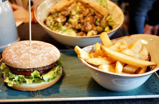 【海德堡美食】hans im glück 美味漢堡跟溫沙拉 裝潢超有特色推薦!