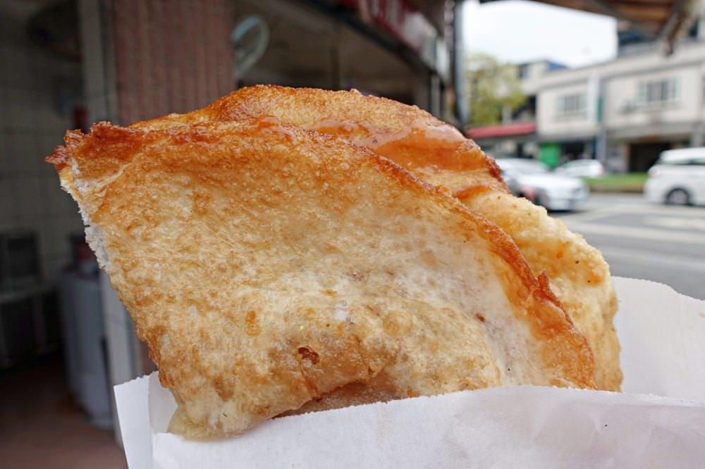 【宜蘭美食】頂埔 阿嬤蔥油餅 炸的酥脆鹹香 經過就會忍不住下來買來吃的頭城小吃推薦