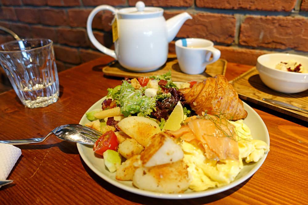 【台中美食】冰河咖啡  工業風格早午餐 餐點豐富 好適合放空的咖啡廳推薦