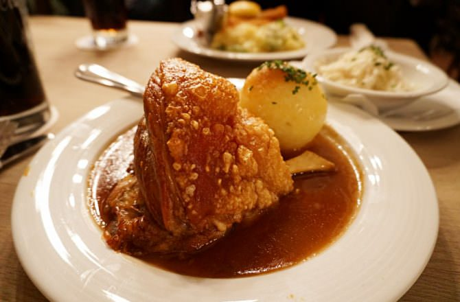 【慕尼黑美食】Augustiner-Keller 氣氛好嗨人氣啤酒豬腳餐廳推薦!