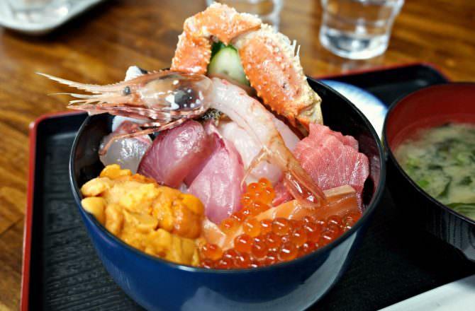 【札幌美食】食事処 魚屋の台所 很像漫畫店的超低調餐廳美味海鮮丼飯推薦!