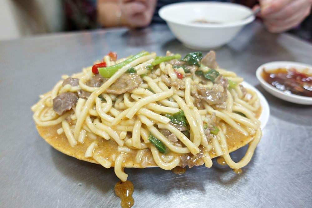 【新竹】 18巷公園羊肉炒麵 滿到桌上的香濃沙茶羊肉炒麵 (城隍廟 小吃)