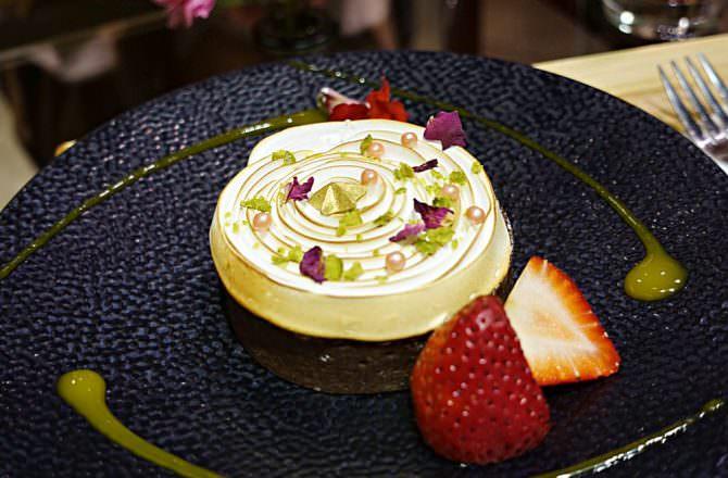 【台北】市政府站 Fuji Flower Cafe 處處花朵擺飾 還有花瓣入甜點飲料!