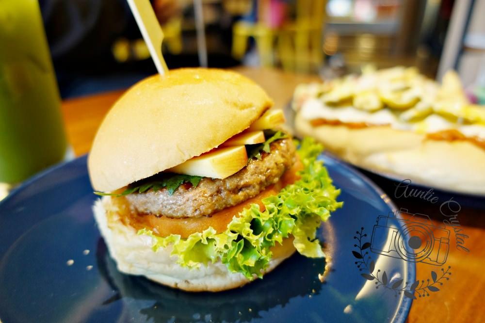 【台北】森漢堡 寵物友善餐廳 辣味焗烤肉醬熱狗堡  漢堡三明治早午餐
