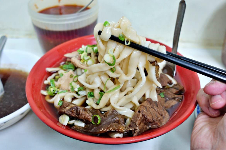【台北】西門町 小吳牛肉麵 24小時營業 淡淡中藥香清爽口味牛肉麵